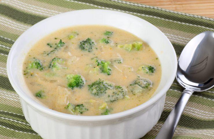 Quick Crockpot Cheesy Chicken Broccoli Soup THM:S