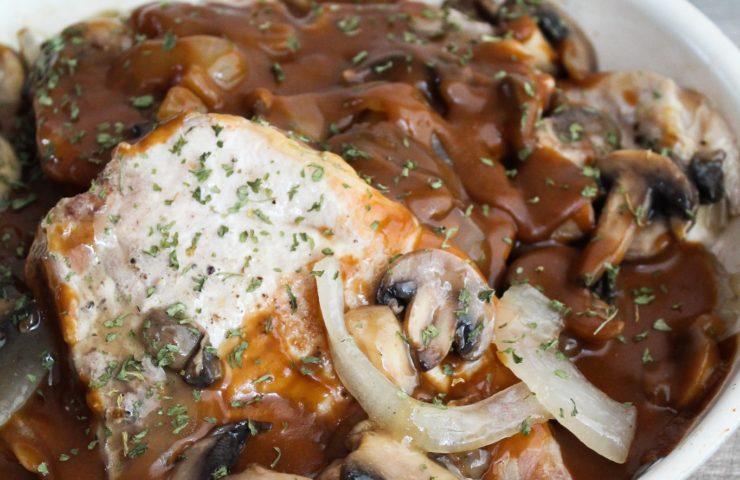 Skillet Pork Chops in Mushroom Gravy