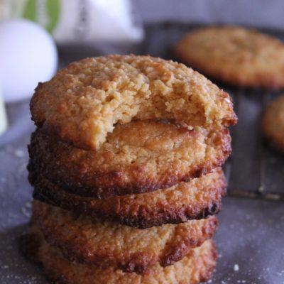 Chewy Keto Oatmeal Cookies